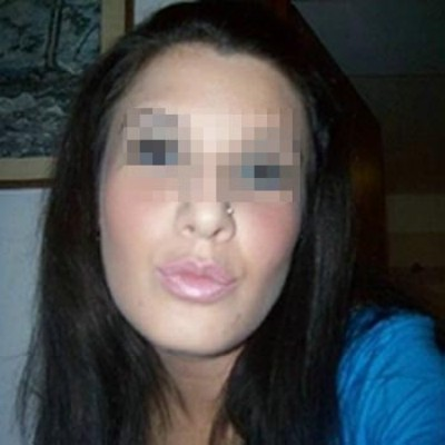 Femme accro au sexe qui adore les pipes baveuses